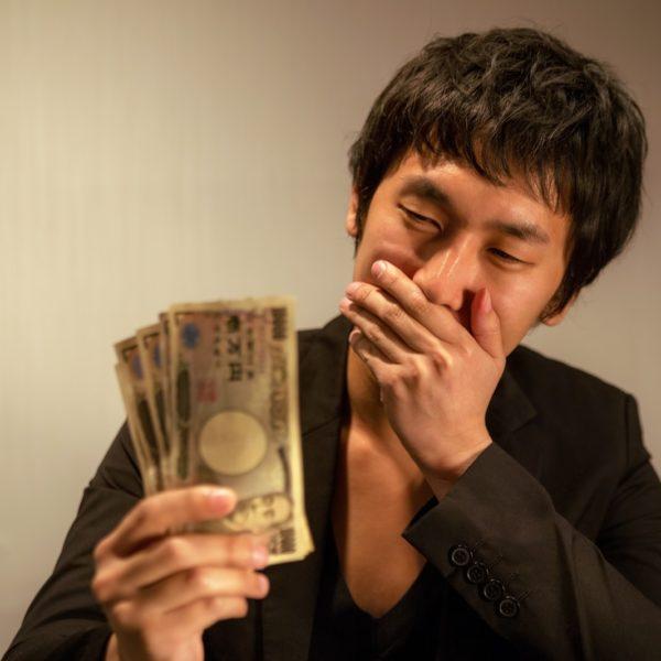簡単に月収100万円稼げます! SNSでよく見かけるネット詐欺