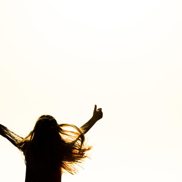 明るくプラス思考な人は価値があり、人生で悩むことも無くなる