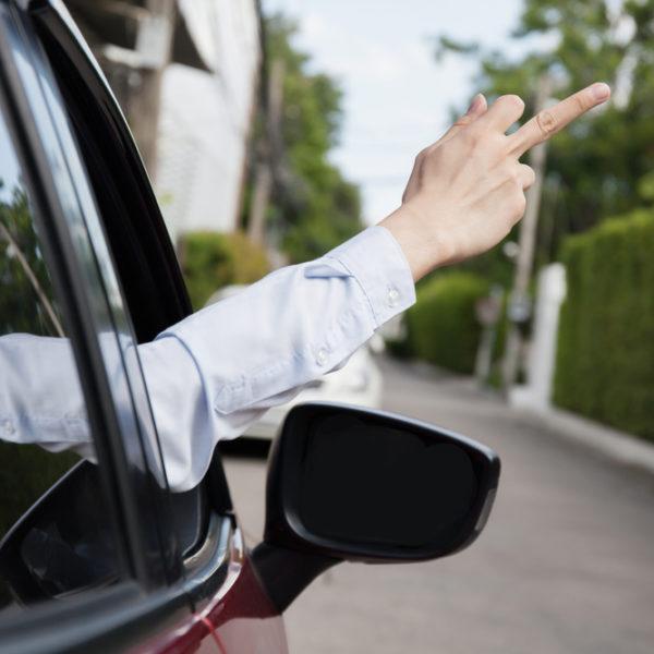 煽り運転による交通トラブルの9割は勘違いから始まる。被害者にならない為の運転法